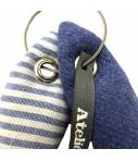 portachiavi ATELIER CARTA BIANCA coppia di pesci lana blu lavanda e cotone a righe