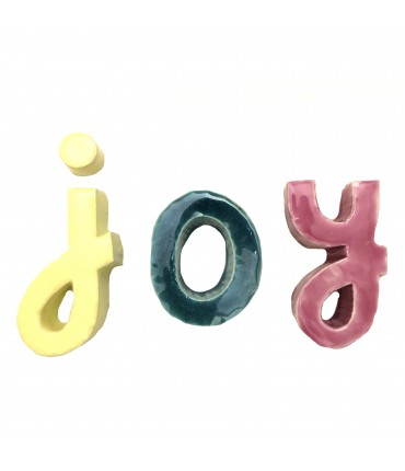 "scritta ""joy"" MV%CERAMICS DESIGN lettere multicolori"