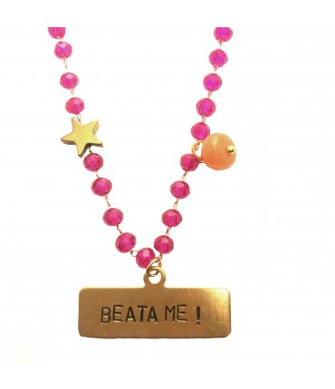 "collana MR BIGGY BIJOUX con piastrina incisa a mano ""beata me!"" e cristalli fucsia"