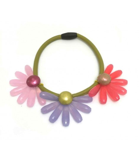 Handmade Clotilde Silva pistachio choker with three flowers